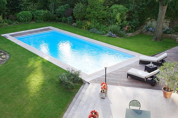 piscine de 10 x 4 m avec liner blanc volet automatique immerg. Black Bedroom Furniture Sets. Home Design Ideas