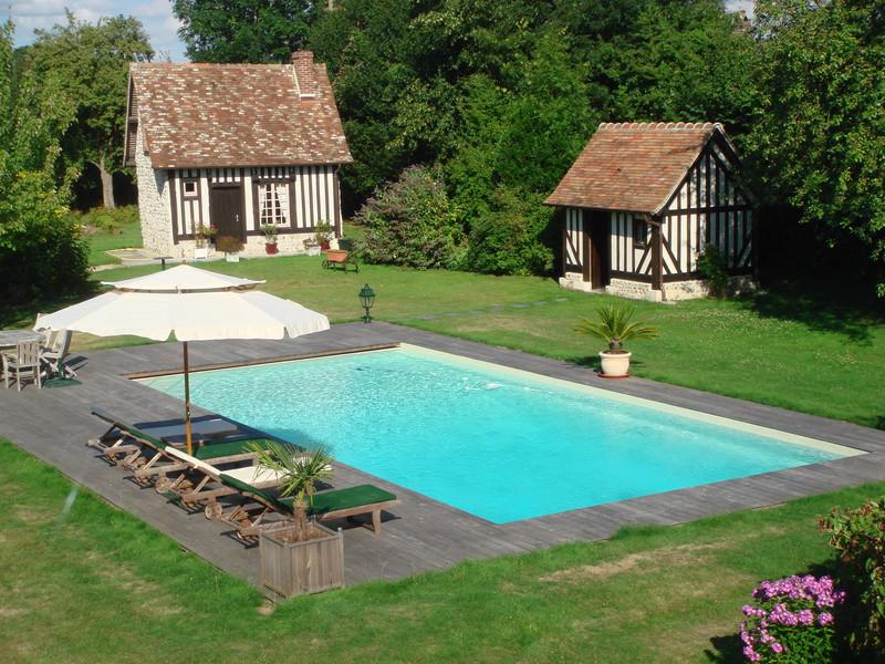 Piscine de 12 x 6 m avec liner sable et plage en bois exotique for Combien coute un liner de piscine