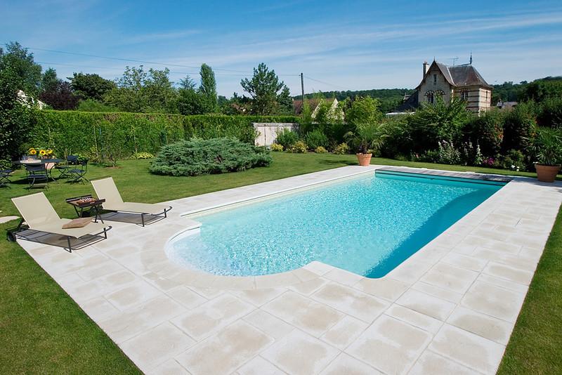 Piscine de 10 x 5 m avec liner sable et escalier roman for Sable piscine