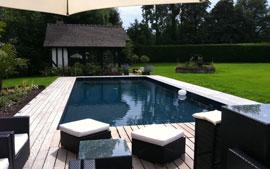 cette piscine de 12 x 5 m situ e vauville a un liner granit noir et une plage en bois. Black Bedroom Furniture Sets. Home Design Ideas